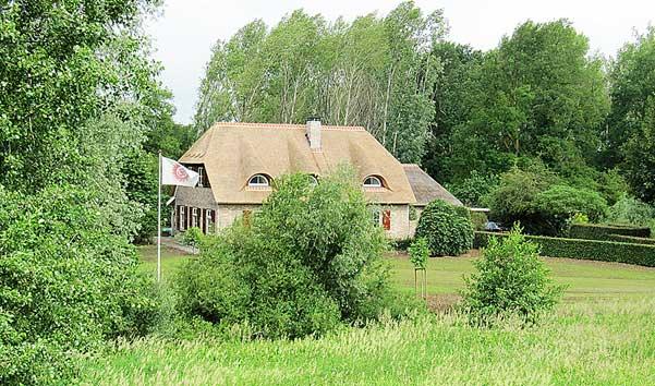 TantraTempel in het landhuis midden in het bos en natuur van ons landgoed KristalBoom met een oppervlakte van een kleine 10 ha